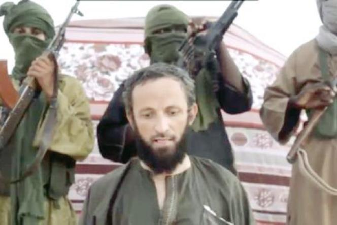 L'otage roumain Iulian Ghergut a été enlevé au Burkina Faso en avril 2015 par le groupe djihadiste Al-Mourabitoune. Capture d'écran d'une vidéo datant d'août 2015.