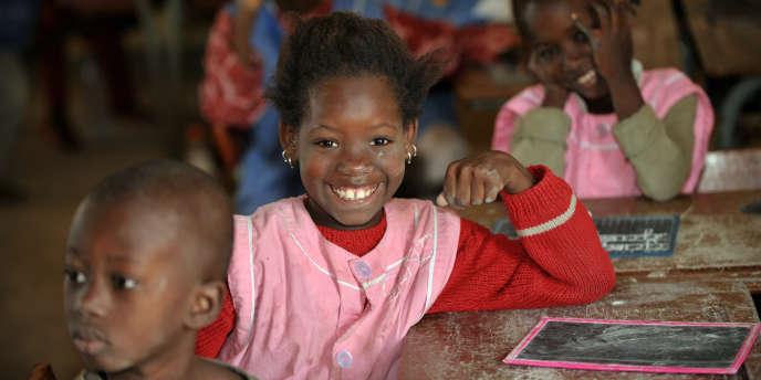Une écolière sénégalaise dans une école de Dakar.
