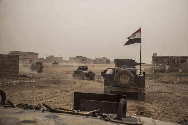 La colonne de la Division d'or, dans les rues de Gogjali, un quartier est de Mossoul.