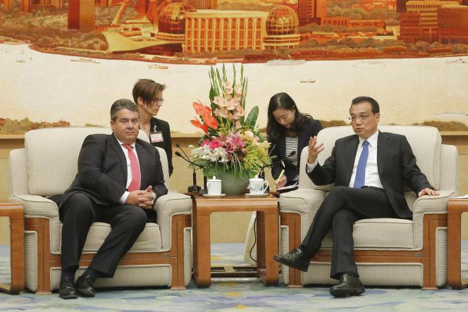 Sigmar Gabriel avec le premier ministre chinois Li Keqiang le 1er novembre à Pékin.