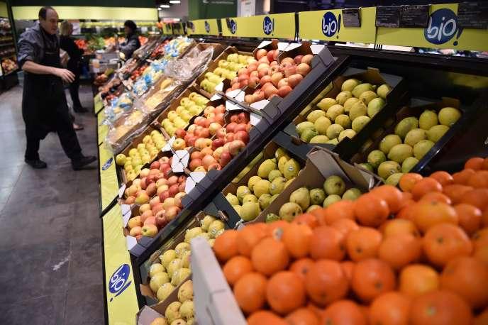 Des fruits bio sont présentés dans une boutique Monoprix lors d'un point de presse à Paris le 18 octobre.
