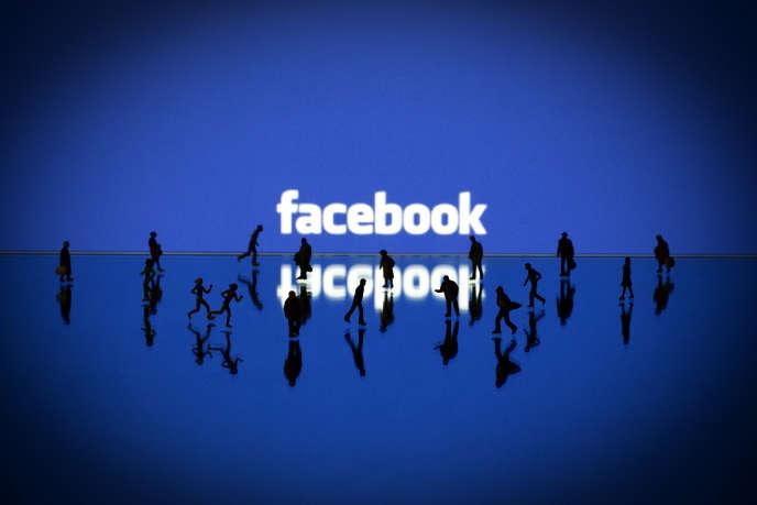 Une compagnie d'assurances a voulu exploiter les publications de ses clients sur Facebook.