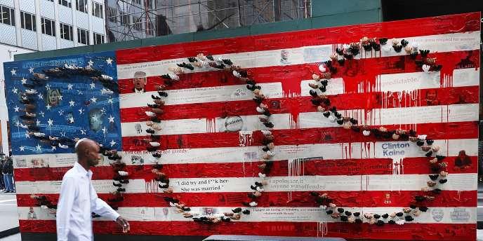 Dans les rues de New York, une installation artistique tente de résumer l'élection américaine de 2016.