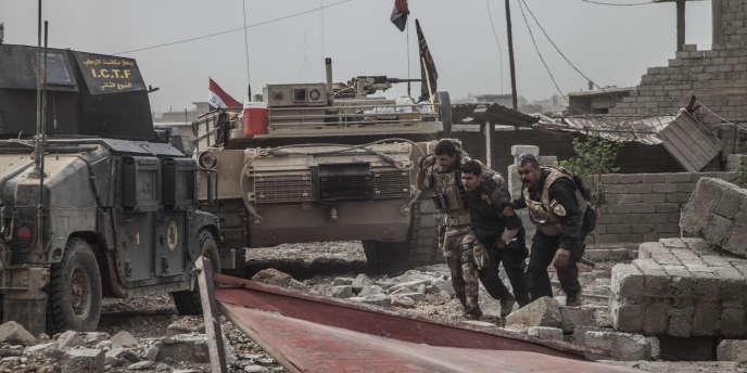Un membre des forces spéciales irakiennes blessé pendant la prise de Gogjali, le premier quartier est de Mossoul (Irak), le 1er novembre.