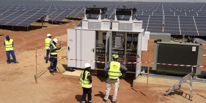 Inauguration de la centrale solaire de Bokhol, au Sénégal, le 22 octobre 2016.