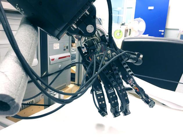 La main Shadow sur laquelle travaille Véronique Perdereau.