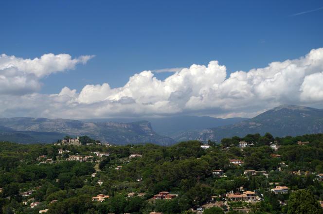 Vue générale de Mougins, près de Cannes, dans les Alpes-Maritimes