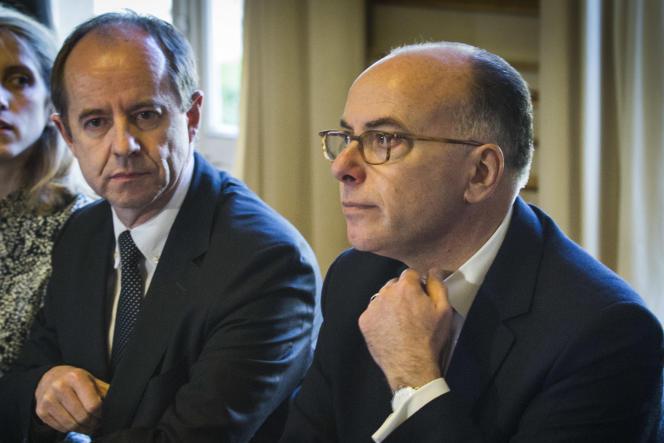 Le ministre de l'intérieur, Bernard Cazeneuve, et le ministre de la justice, Jean-Jacques Urvoas, en février.