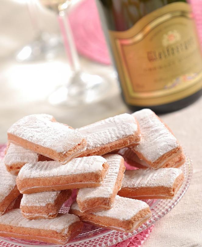 Les biscuits roses de Reims sont des mets de luxe.