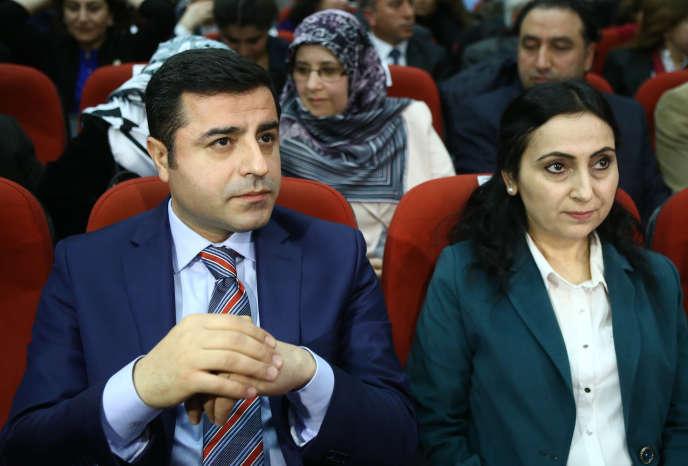 Selahattin Demirtas et Figen Yüksekdag, les coprésidentsdu Parti démocratique des peuples (HDP, prokurde), le 10 avril 2015, à Ankara.