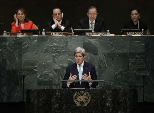 Le 22 avril, au siège de l'ONU à New York, lors du discours de John Kerry à l'occasion de la signature de l'accord de Paris.