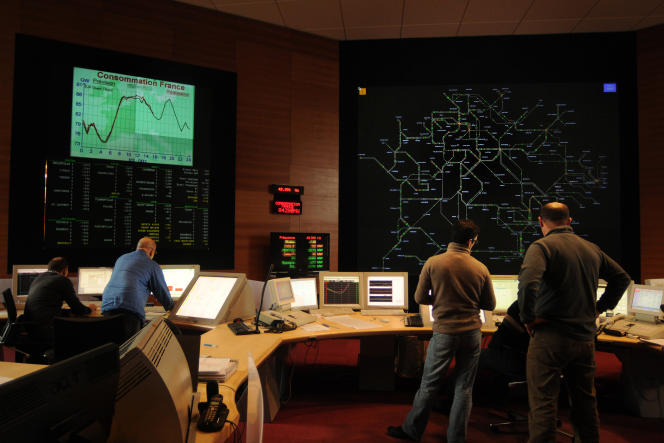 La salle de contrôle de Réseau de transport d'électricité, à Saint-Denis.