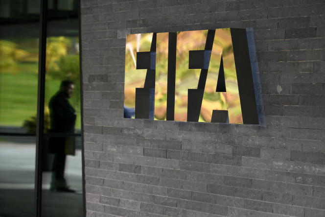 A sign of the FIFA is seen at the entrance of the world football's governing body headquarters on October 13, 2016 in Zurich. / AFP PHOTO / FABRICE COFFRINI