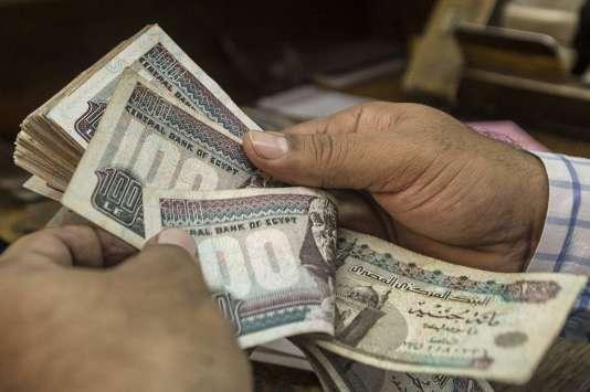 Livres egyptiennes chez un agent de change au Caire, le 3 novembre.