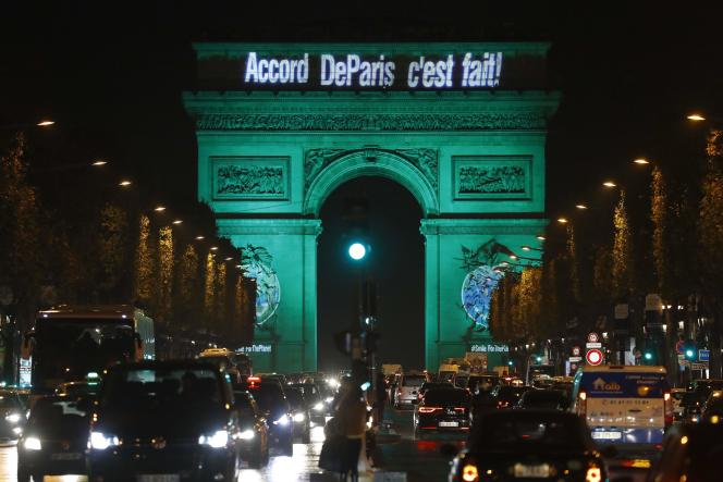 Paris, le 4 novembre 2016, célébrait l'entrée en vigueur de l'accord sur le climat signé un an plus tôt lors de la 21e conférence des Nations unies sur le changement climatique, la COP21.