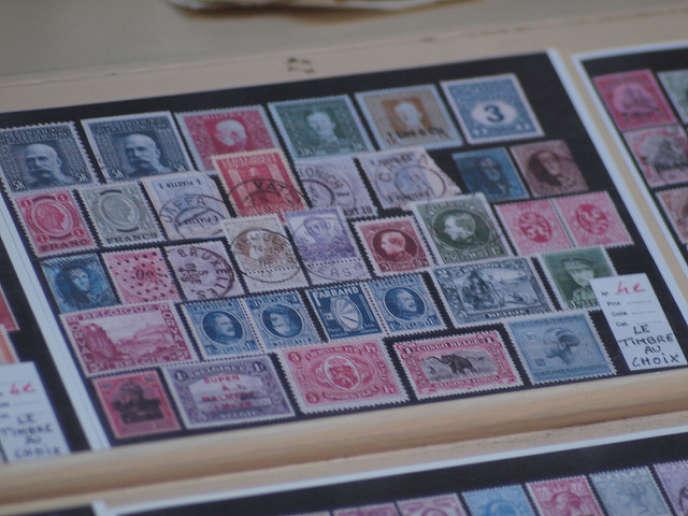 «Avec le déclin du courrier, irrémédiablement remplacé par l'e-mail, la demande pour les timbres de collection faiblit depuis les années 1980, au point de leur faire perdre leur valeur de placement».