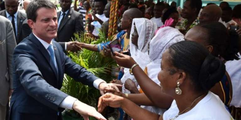 Manuel Valls près d'Abidjan le 31 octobre 2016, lors de sa tournée africaine qui l'a conduit au Togo, au Ghana et en Côte d'Ivoire.