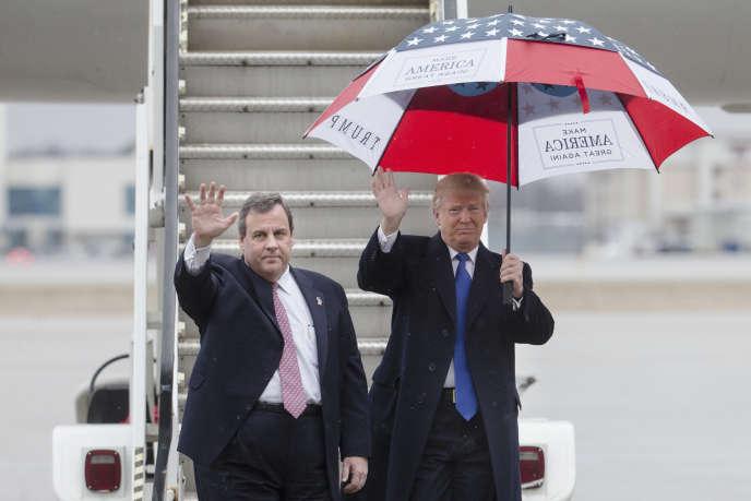 Donald Trump en compagnie de Chris Christie lors d'un déplacement de campagne à Colombus ( Ohio) le 1er mars 2016.