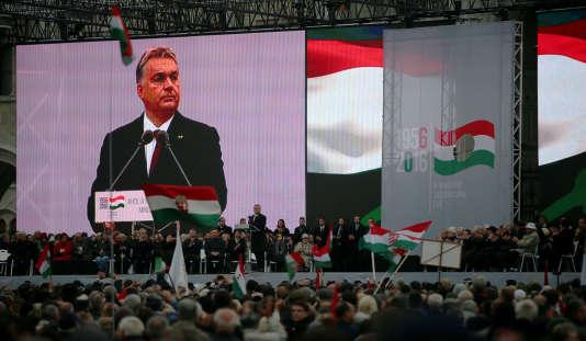 Manifestation contre le gouvernement hongrois, le 23 octobre, lors du discours prononcé par le premier ministre, Viktor Orban.