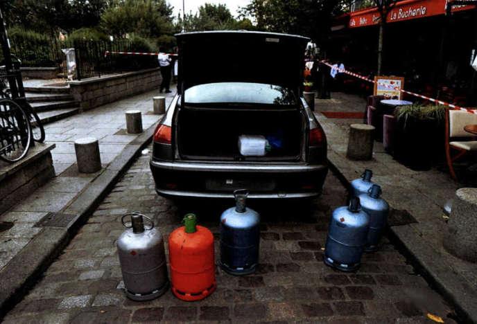 La voiture, abandonnée début septembre par Ines Madani et Ornella Gilligmann près de Notre-Dame-de-Paris, était pleine de bonbonnes de gaz.