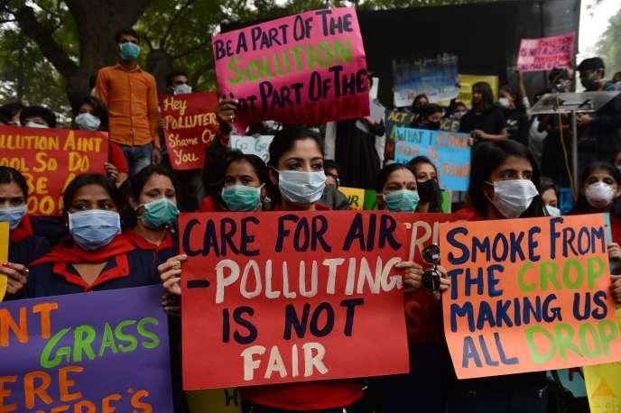 Lors d'une manifestation contre la pollution de l'air, à New Delhi, le 6 novembre.