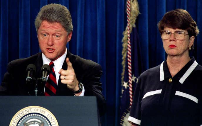 Le président américain Bill Clinton et sa ministre de la justice, Janet Reno, en 1993.