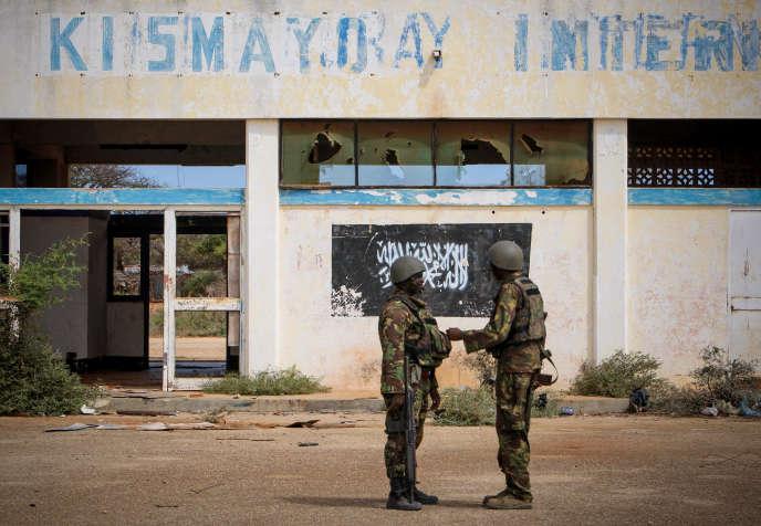 Des soldats kényans dela force de l'Union africaine en Somalie (Amisom) en octobre 2012, à l'aéroport de Kismayo, en Somalie.