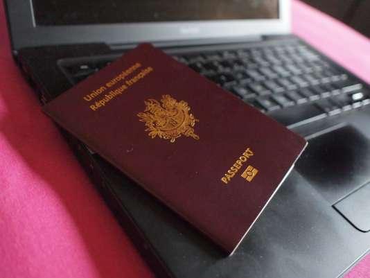 Le fichier TES concerne les détenteurs de carte d'identité et de passeport.
