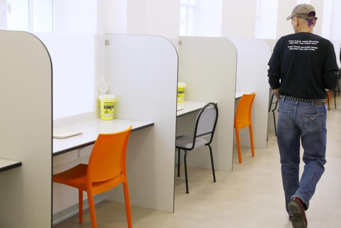 Visite de la première salle d'injection ouverte à Paris, au sein de l'hôpital Lariboisière, le 17 octobre.