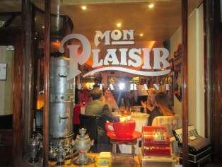 Carte et décoration traditionnellesau restaurant français Mon Plaisir.