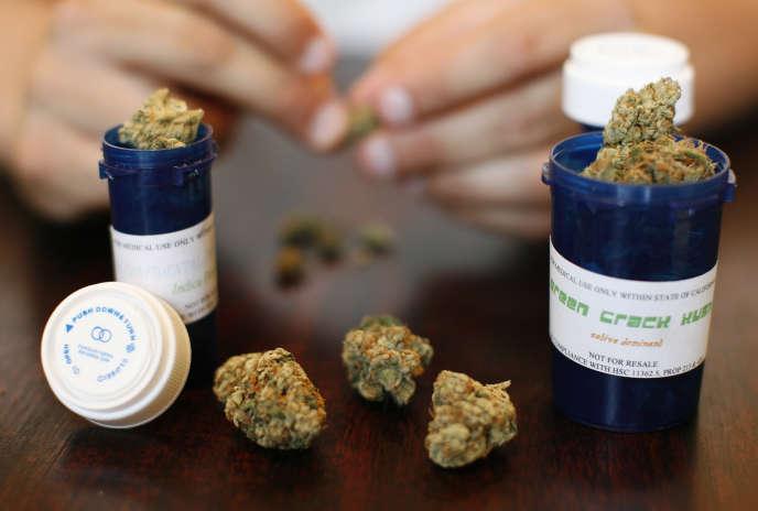 Du cannabis à usage médical est vendu à Los Angeles, Californie. L'Etat de Californie fait partie des 5 Etats qui devraient se prononcer le 8 novembre pour la légalisation du cannabis à usage« récréatif». Cet état autorise déjà le cannabis à usage médicinal.
