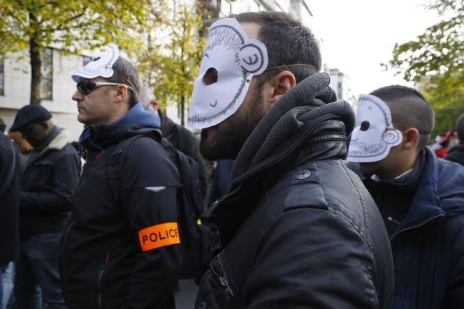 Les policiers manifestent depuis près d'un mois pour dénoncer notamment leurs conditions de travail.
