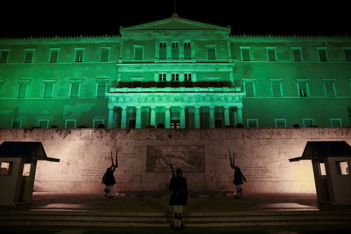 Le Parlement grec, à Athènes, le jour de l'entrée en vigueur de l'accord de Paris, le 4 novembre.