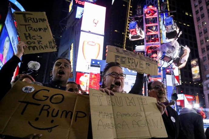 «Le ralentissement actuel de la croissance et la réaction politique nous renvoient aux années 1930. Quelle que soit la voie à suivre, cela ne doit pas signifier un retour à l'isolationnisme et au protectionnisme de cette époque». Des Américains fêtent la victoire de Donald Trump, à Times Square, à New York, le mercredi 9 novembre.