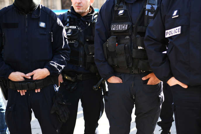 Des policiers français lors d'un rassemblement à Marseille (Bouches-du-Rhône), le 8 novembre 2016.
