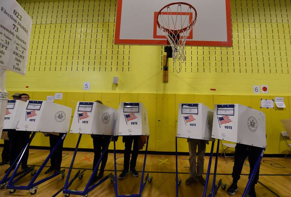 Un gymnase utilisé comme bureau de vote à New York.
