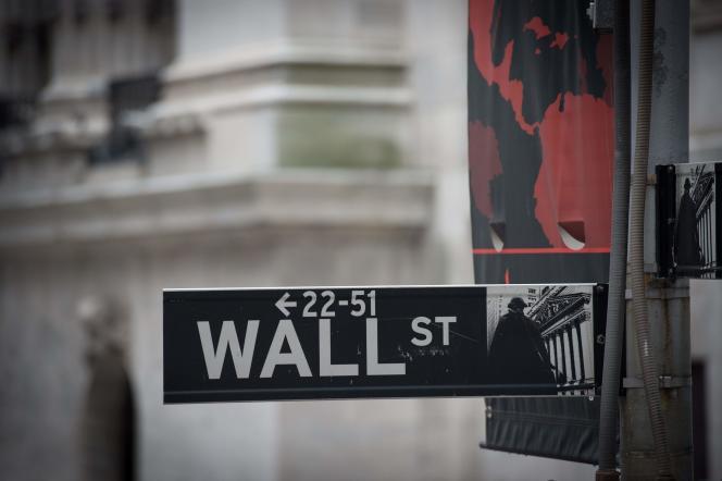 Une pancarte indiquant l'adresse de la Bourse américaine de Wall Street à New York.