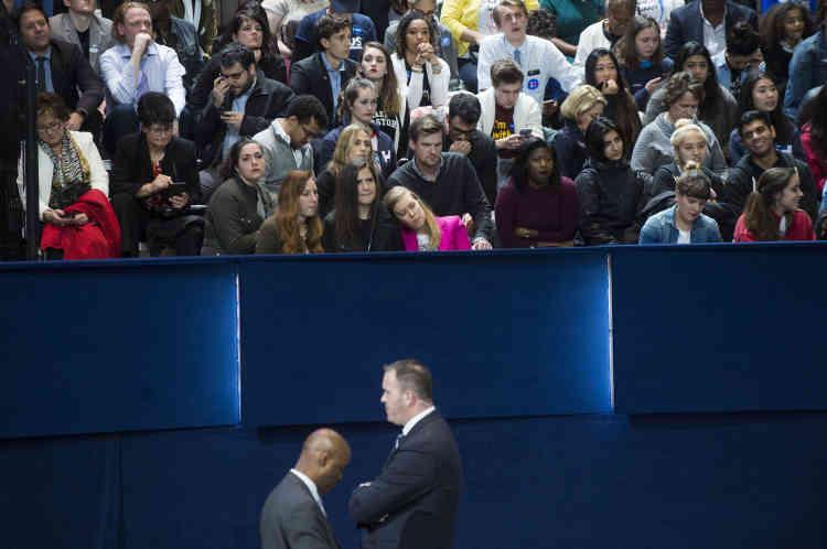 Les nombreux supporters d'Hillary Clinton mettront souvent plusieurs heures à se résigner à la défaite de leur candidate.