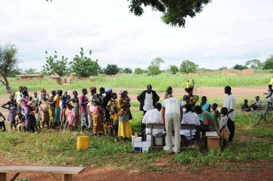 Lors d'une campagne de vaccination, à Kaya, au Burkina-Faso, en 2015.