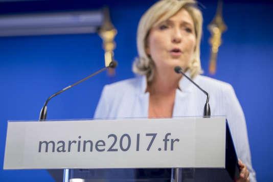 Marine Le Pen au siège du Front national à Nanterre, mercredi 9 novembre 2016.