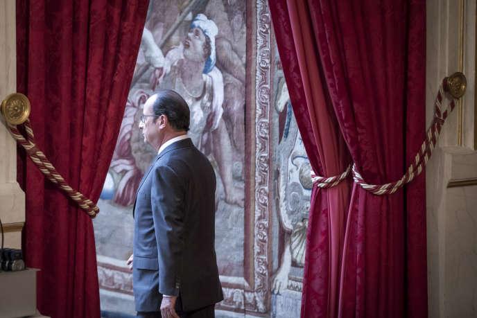 François Hollande, président de la République, fait une déclaration après l'élection de Donald Trump à la présidence américaine, le 9 novembre.