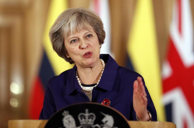 « Certains milieux politiques et médiatiques britanniques qui présentent les Vingt-Sept comme une zone en faillite, divisée et facile à tromper, affichent un complexe de supériorité digne de la Grande-Bretagne impériale» (Photo: Theresa May, en novembre 2016).