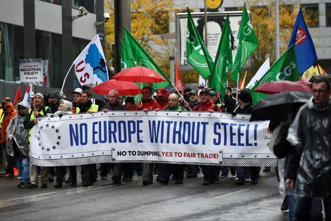Manifestation de salariés de la métallurgie à Bruxelles, mercredi 9 novembre, pour réclamer des mesures anti-dumping, notamment contre l'acier chinois.