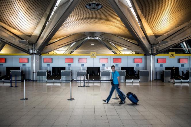 Le hall de l'aéroport de Lyon-Saint-Exupery, le 15 septembre 2014.