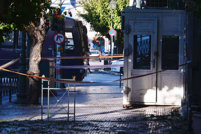 Le 10 novembre 2016, deux hommes circulant à moto ont lancé une grenade sur le portail de l'ambassade de France à Athènes.