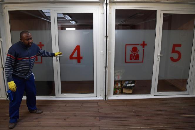 Le centre humanitaire d'accueil, avant son ouverture à Paris, le 8 novembre.