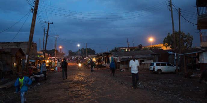 Dans de nombreux pays d'Afrique, lesdistributeurs d'électricité pratiquent le «délestage», plongeant sans prévenir les habitants de quartiers entiers dans le noir. Ici, le quartierde Kangemi, dans la banlieue de Nairobi.
