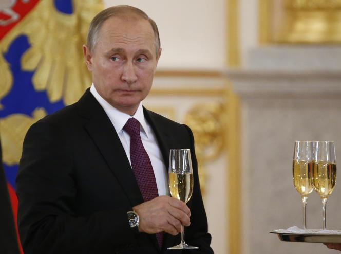 Le président russe, Vladimir Poutine, reçoit les lettres de créance des ambassadeurs au Kremlin, le 9 novembre 2016.