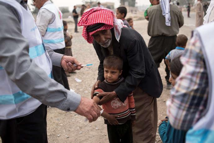 Un garçon reçoit un vaccin contre la rougeole, près de Mossoul, en Irak, dans le cadre d'une campagne soutenue par l'Unicef, le 24 octobre.