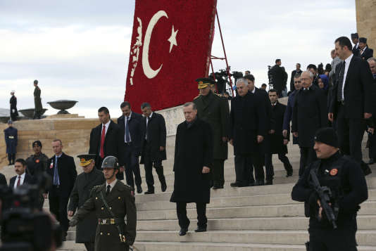 Presidential guard secure the area as Turkey's President Recep Tayyip Erdogan, center, visits before thousands of students and citizens walk to the mausoleum to remember the nation's founding father Mustafa Kemal Ataturk on the 78th anniversary of his death, in Ankara, Turkey, Thursday, Nov. 10, 2016.(AP Photo/Burhan Ozbilici)